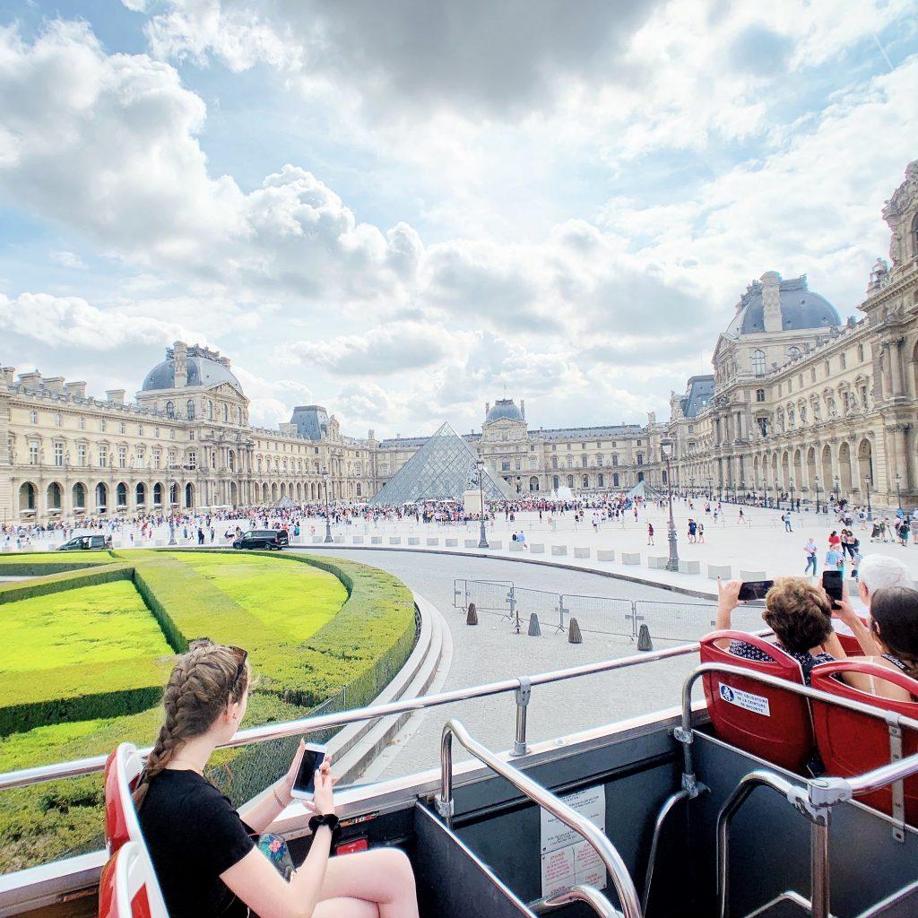 Big Bus Paris Musee du Louvre