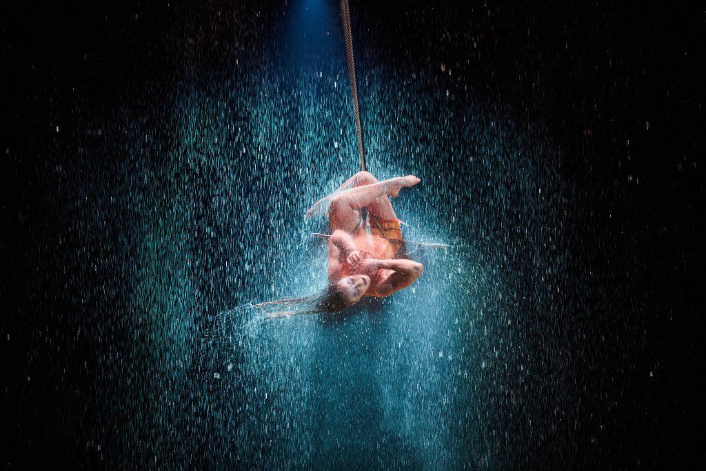 LUZIA trapeze in rain